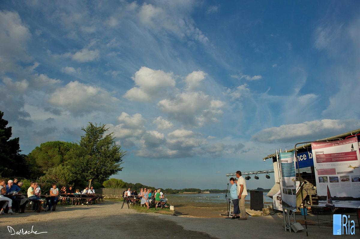 desroche-riadetel-theatre-a-la-ferme-locoal-mendon_2014-09-04_18-13-18_ark3441.jpg